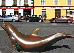 Fungie Dolphin Statue close to Dingle's luxury holiday apartments
