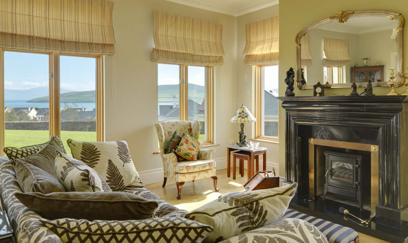 Ard Na Mara House is a spacious property located overlooking Dingle town and bay
