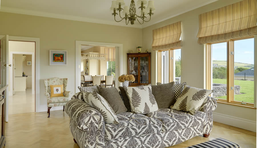 Ard Na Mara - spacious living with scenic views of Dingle Bay and town